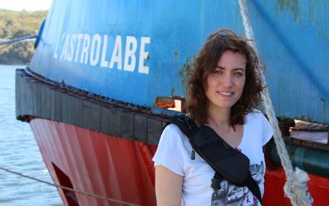 Annabelle Kremer devant l'Astrolabe